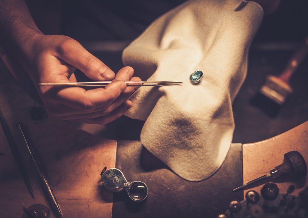 filiere bijouterie joaillerie joaillier sertisseur atelier pierre gemme